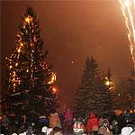 В пятницу зажжена главная елка города