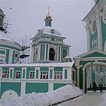 В Смоленске около соборов и храмов запрешено ставить автотранспорт.