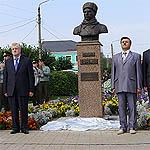 Михаилу Ефремову открыли памятник в Тарусе