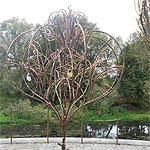 В Вязьме установили чугунные деревья любви