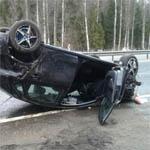 Под Якушкино на трассе М1 перевернулась машина