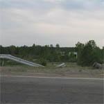 На трассе Москва - Минск под Вязьмой внедорожник свалился с моста