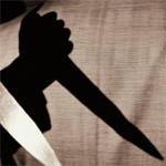 В ходе попойки гость получил от хозяйки нож в спину