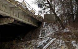 Поврежденный Смоленский мост ремонтировать не начали
