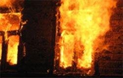 При пожаре погибла женщина с ребенком