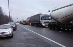 Дальнобойщики перекрыли в Сафоново трассу М-1