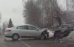 В результате ДТП с участием «Мицубиси» и «Рено» пострадала пассажир