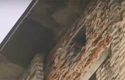 Общежитие на Полевой рухнет раньше капремонта [видео]