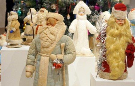 В краеведческом музее открылась выставка Дедов Морозов