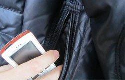 В гостях жителя Вязьмы ударили лопатой и отобрали телефон