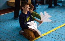 В 1-й школе прошли соревнования по авиамодельному спорту