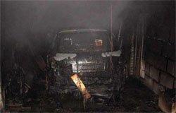 На ул. Поворотной сгорели автомобиль и гараж