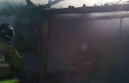 В Вязьме продолжают гореть гаражи с автомобилями