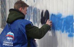 В Вязьме хулиганы в голубых жилетах портили городские здания