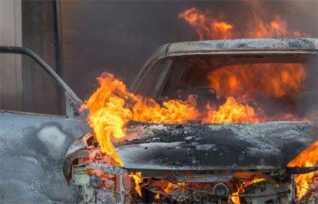 На Парковой сгорел гараж с автомобилями