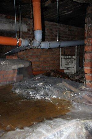 В общежитии на Московской заливает верхние этажи