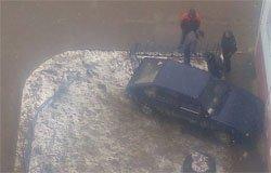 На ул. Полины Осипенко водитель припарковался в угол дома