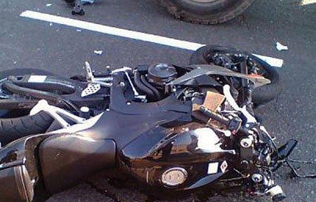 На улице 25 Октября автомобиль сбил мотоциклистов
