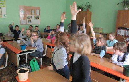 Школьники 10 школы сажали Деревья Победы