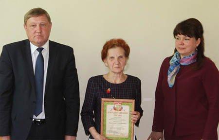 Работники администрации в Вязьме наградили друг друга