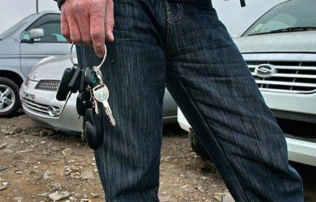 У жительницы Вязьмы обманным путем похитили автомобиль