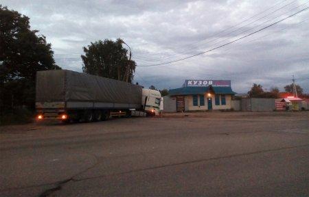 На Объездном шоссе в Вязьме под землю провалилась фура