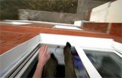 В Вязьме из окна дома выпал мужчина