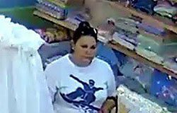 В магазине Светлячок-С на камеру видеонаблюдения попала воровка