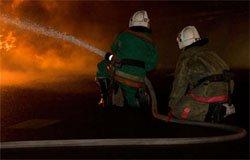 Пожар на улице Плотникова уничтожил одно из строений