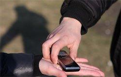 У жителя Вязьмы в Смоленске увели мобильник