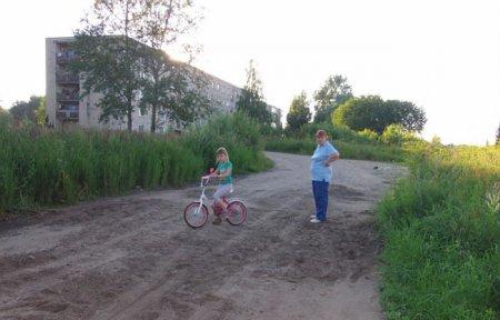 Жители Вязьмы начали ремонтировать дороги своими силами