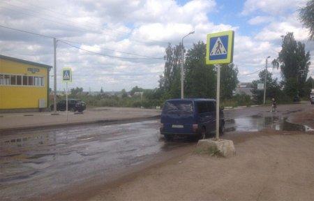 Сточные воды новостройки на Московской уничтожают дорогу