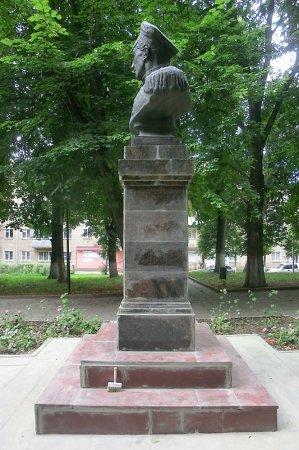 В Вязьме отремонтировали памятник Нахимову