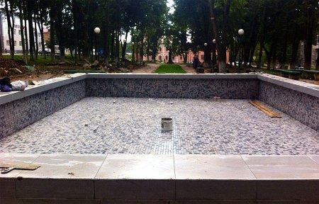 В Нахимовском сквере отремонтировали фонтан