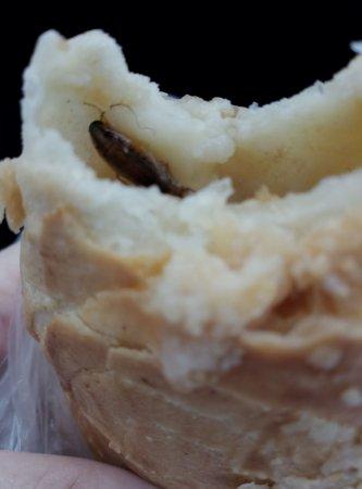 «Свежая выпечка» на Московской накормила вязьмичей тараканами