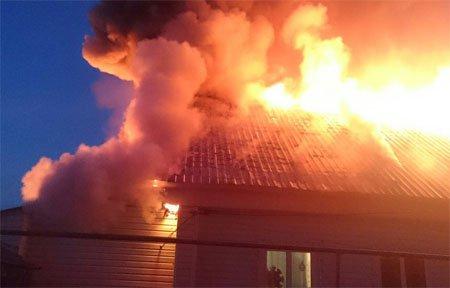 На улице Абросимова сгорел дом