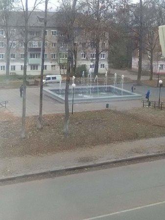 Фонтан в Нахимовском парке «приятно» удивил вязьмичей
