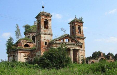 Церковь Троицы Живоначальной в селе Федяево