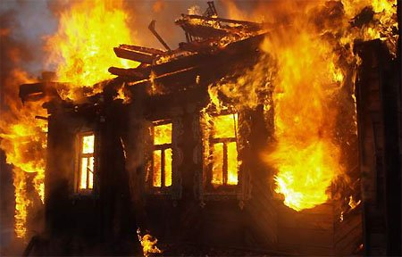 В Семлево при пожаре заживо сгорели два человека