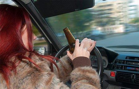 Пьяная автоледи попала в поле зрения ГИБДД