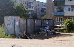 Районный депутат устроил мусорный коллапс целому микрорайону