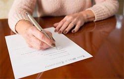 Пенсионерам могут запретить продавать квартиры