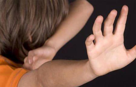 Молодая мать избивала и не кормила своего ребенка