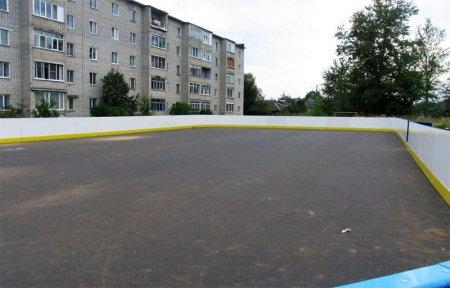 На Пушкина построили хоккейную коробку