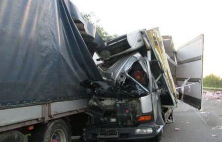 На 202 км автодороги М-1 столкнулись два грузовика