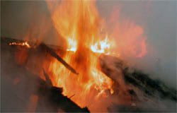 В Вязьме сгорели частный дом и дача
