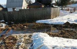 Новый водоканал приступил к работе: на улице 2-я Бозня неделю течёт вода