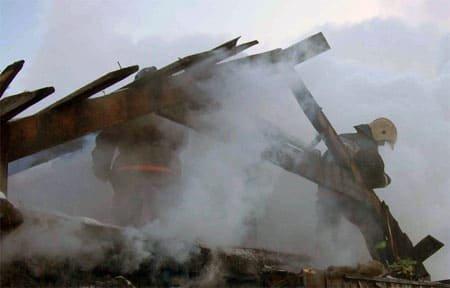 В Вязьме и в Вяземском районе сгорели дом и хозпостройка