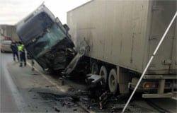 На 192 км трассы М-1 столкнулись два грузовых автомобиля. Есть пострадавший