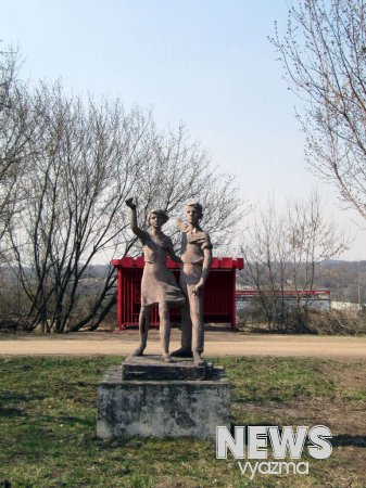 Скульптурная группа «Пионеры»